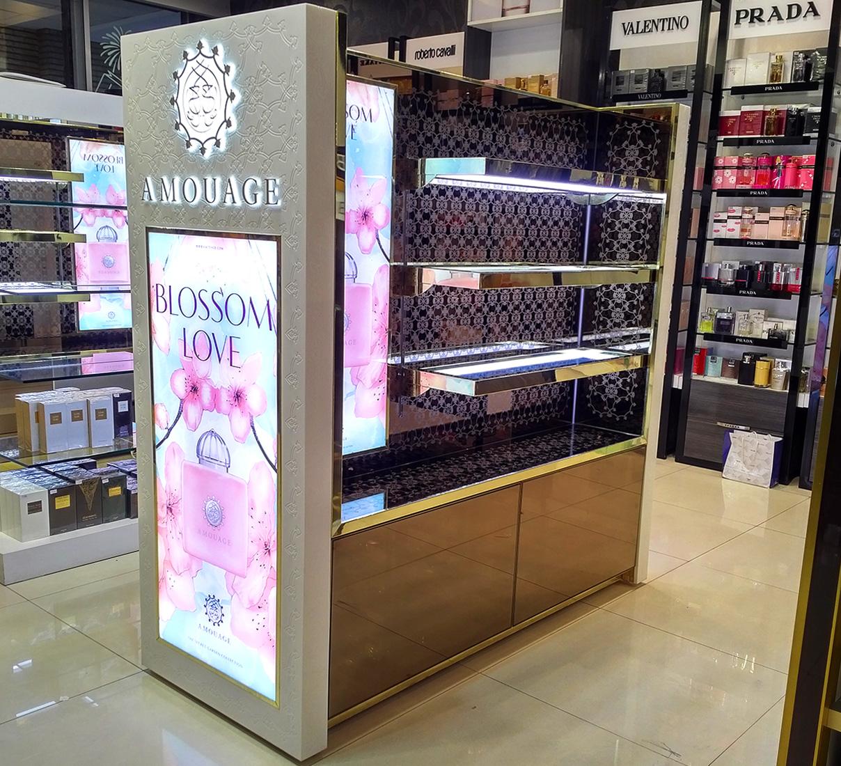 amouage-استند-عطر-فروشگاهی-نمایشگاهی-طراحی